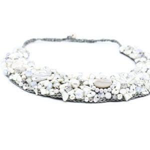 Halskette mit Perlen und Edelsteine handgefertigt