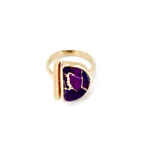 Vergoldeter Ring mit Edelstein