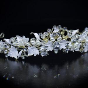 Diadem mit Perlen und Kristalen