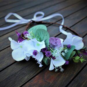 Wunderschöne Blumenkranz in Weiß-Lila