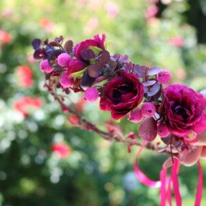 Wunderschöne Blumenkranz in Lila
