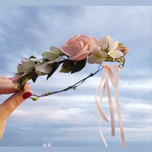 Zarte Blumenkranz in Rosa