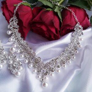 Perlen Schmuckset mit Ohrringen und Halskette